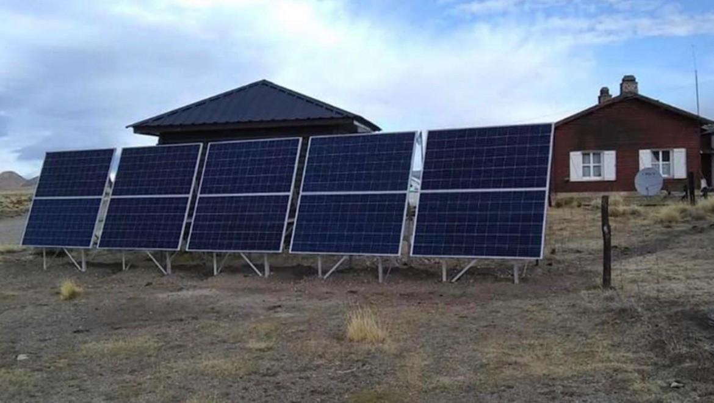 Instalación de paneles solares en los Parques Nacionales.